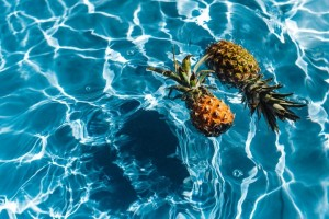 kaboompics_Pineapple-in-a-swimming-pool